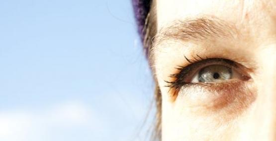 yeux clairs sensibles au soleil